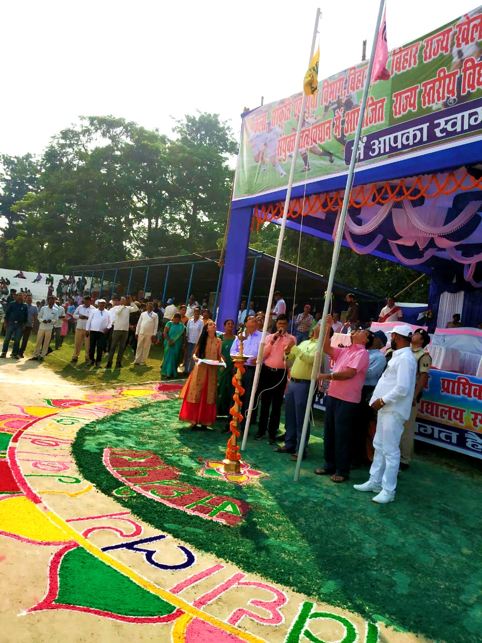 DM Navdeep Shukla (IAS) and Samajsevi-Sahityakaar Dr.Bhupendra Madhepuri unfurling the flags in presence of the dignitaries.