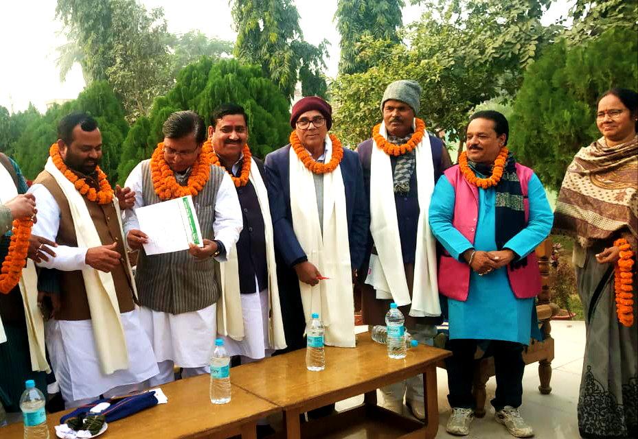 Dr.Madhepuri along with Zila Mahila Prakoshta Adhyaksha Guddi Devi, Zila Vyavsayeek Adhyaksh Ashok Choudhary and others.