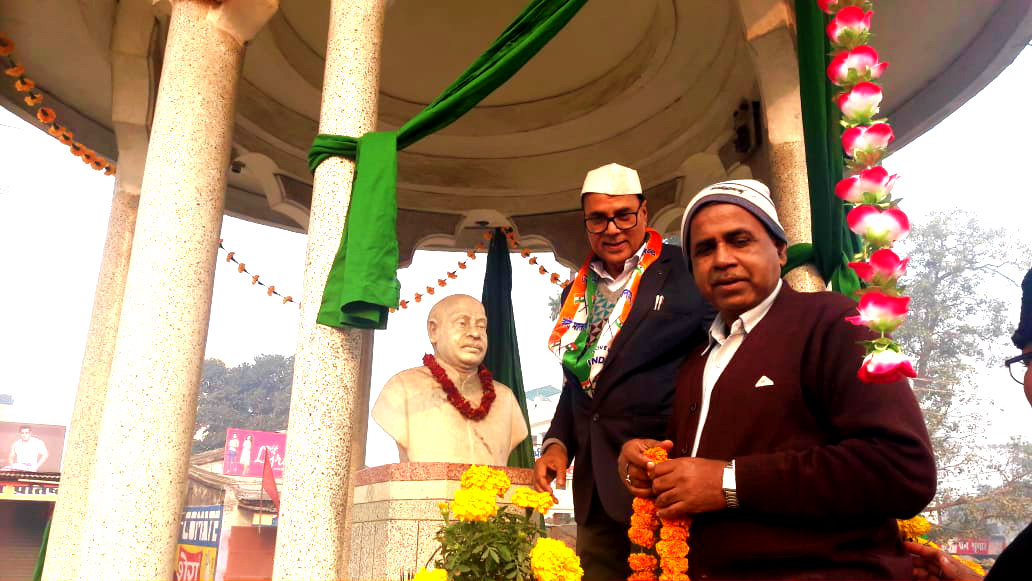 Dr.Madhepuri & Dr.Alok immediately before unfurling the national flag at Bhupendra Chowk.