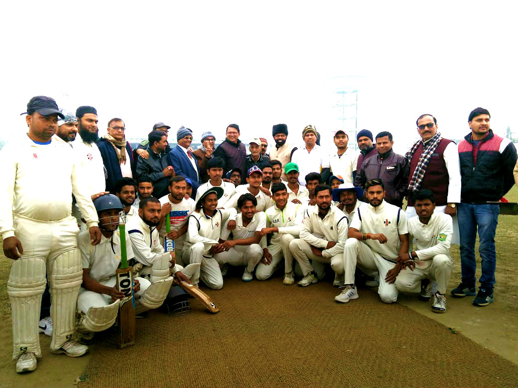 Dr.Madhepuri along with Officers & Players at B.N.Mandal Stadium, Madhepura.