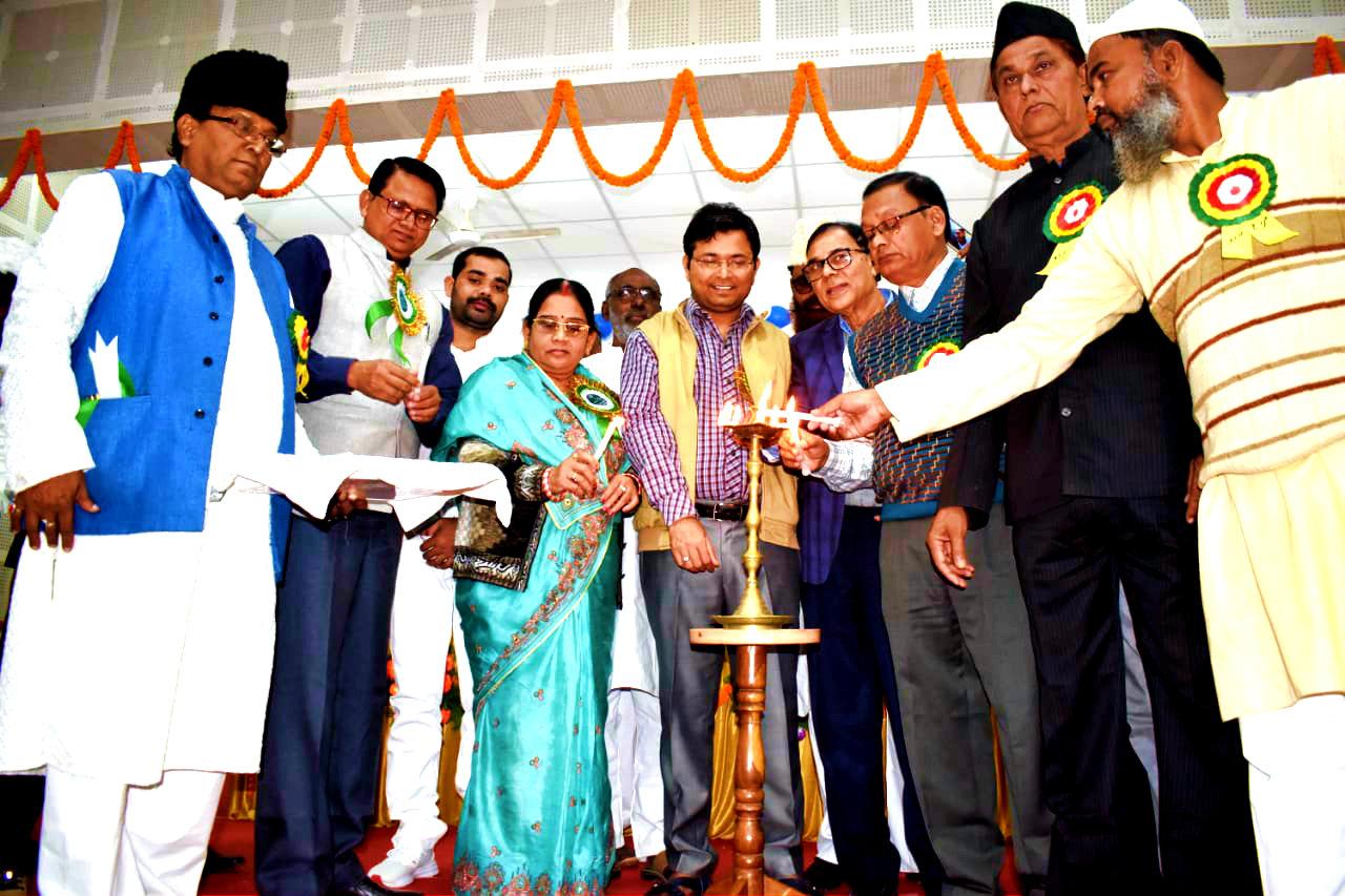 Dr.Madhepuri along with DM Navdeep Shukla, Zila Parishad Adhyaksha Manju Devi, ADM Upendra Kumar, Md.Shakeel Ahmad, Md.Shaukat Ali, Prof.Khaleed, Adhyaksh Bauwa Yadav, Prof.Gulhasan, Md.Murtuza inaugurating Farog-E-Urdu Seminar at Bhupendra Smriti Kala Bhawan, Madhepura.