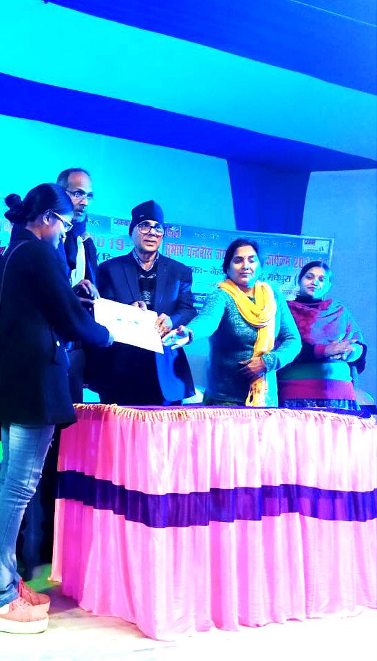 Dr.Madhepuri giving Certificate to Divya Bharti.