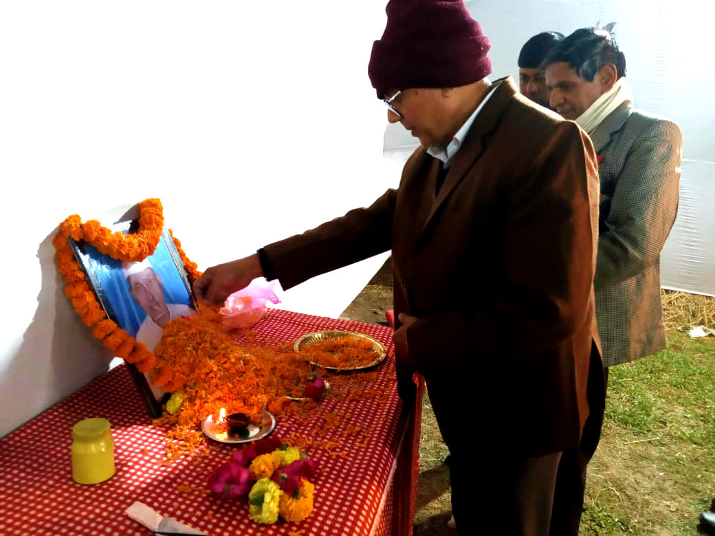Dr.Madhepuri along with Prof.(Dr.)Arun Kumar paying homage to Gandhian Social Activist Paro Jee.