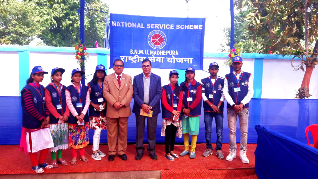 Dr.Madhepuri along with NSS Officer of BNMU Dr.Abhay Kumar and NSS Volunteers at convocation campus, BNMU.