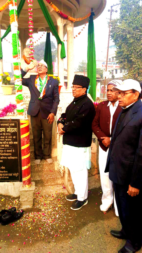 Dr.Madhepuri giving salute to the National Flag after unfurling Tri-Colour at Bhupendra Chowk, Madhepura.