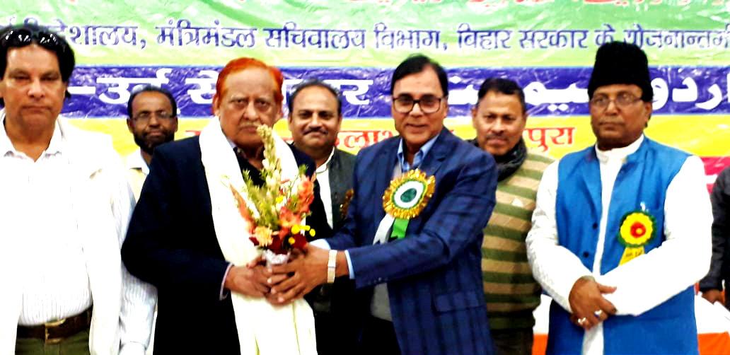 Dr.Madhepuri greeting the famous Shaiyar Dr.Noor at Farog-E-Urdu Seminar at Bhupendra Kala Bhawan Madhepura.
