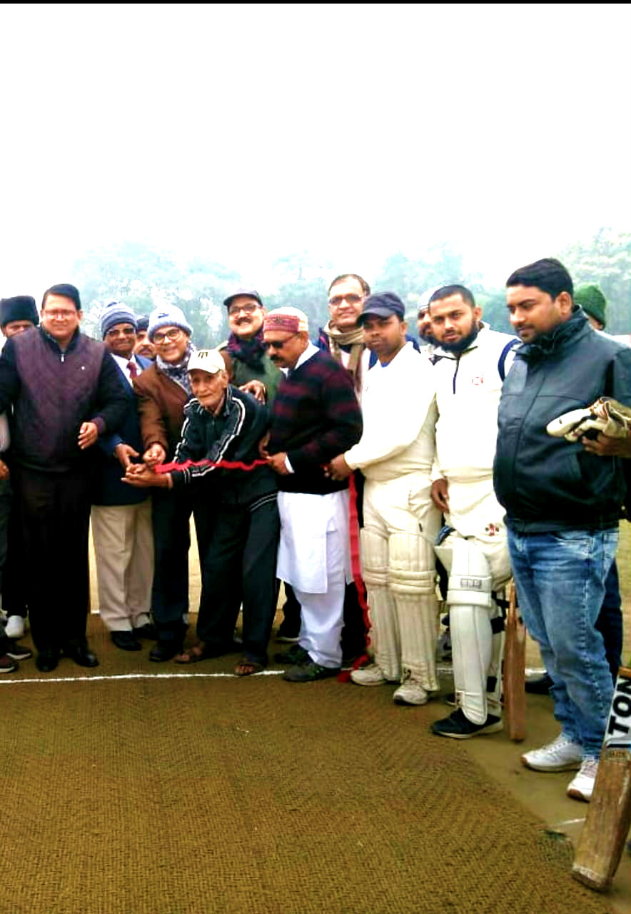Dr.Madhepuri along with ADM Upendra Kumar, Vinay Kumar Jha and others inaugurating the play on the pitch.