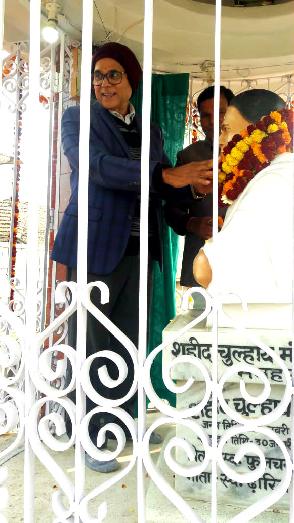 Dr.Madhepuri along with Dr.Naresh Kumar paying homage to Shahid Chulhai.