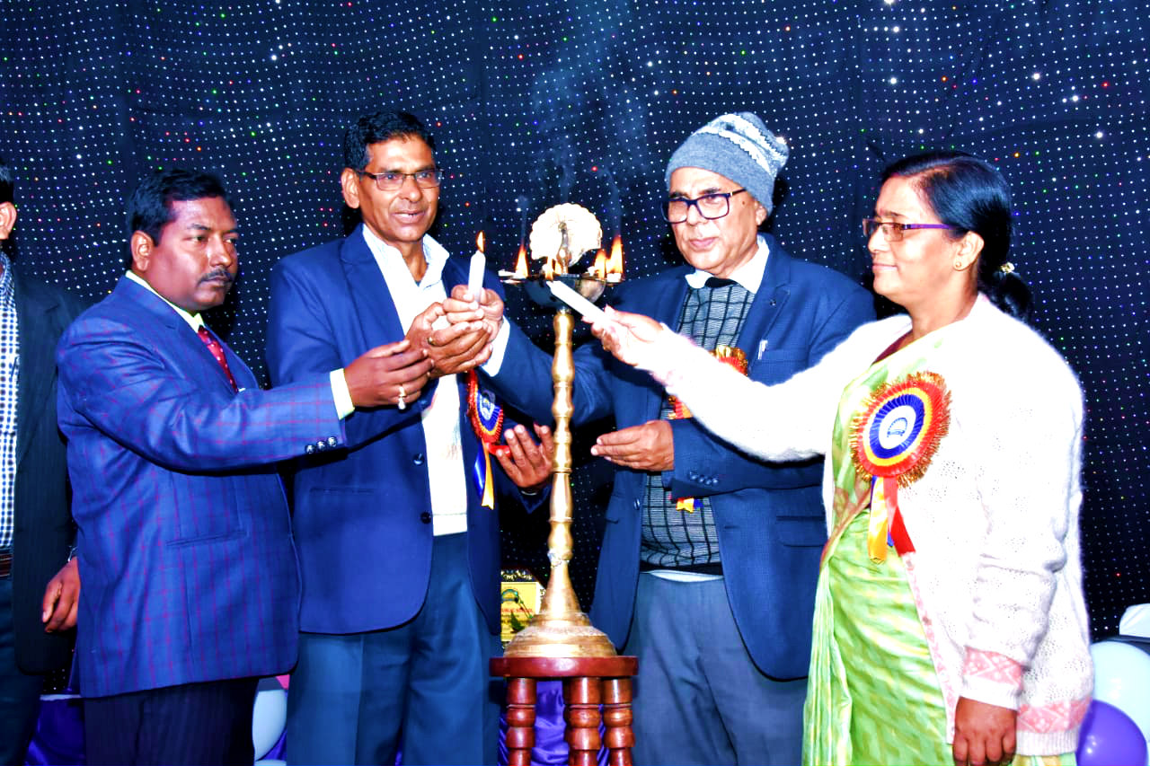 Dr.Madhepuri inaugurating the Annual Day Function along with Director of TPS Shyamal Kumar, Principal Dr.H.N.Yadav and Principal Maya Niketan Chandrika Yadav.