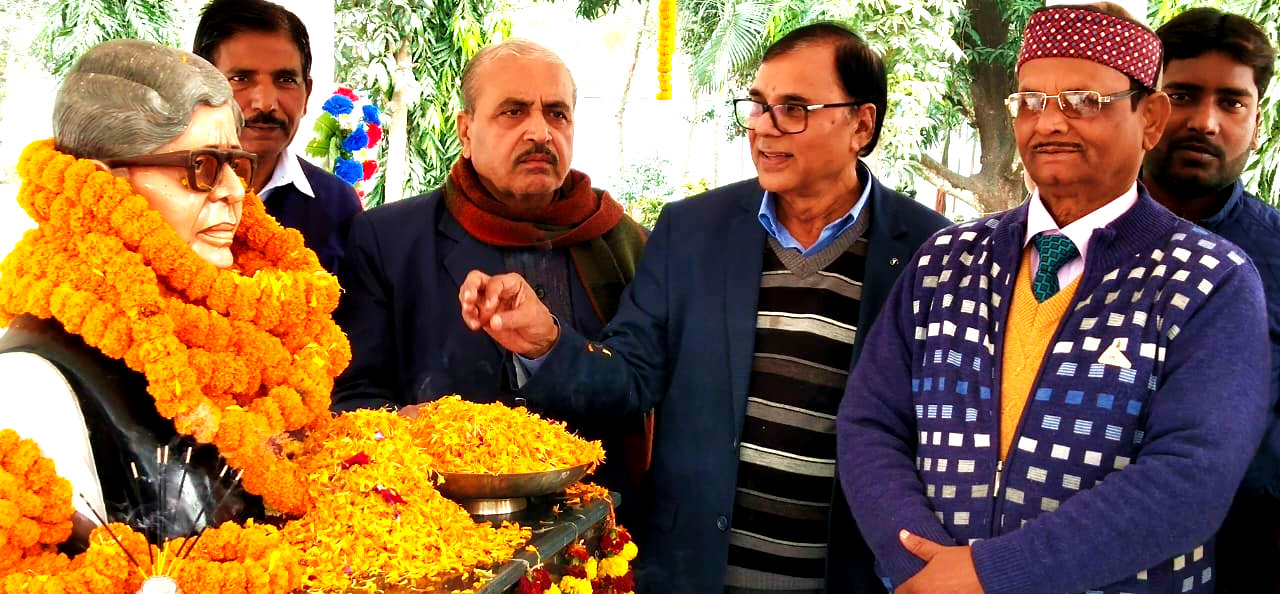 Prof(Dr.)Bhupendra Madhepuri along with Registrar, Development Officer & Inspector of Police paying tribute to the former VC of BNMU Dr.Mahavir Prasad Yadav  in the University Campus.