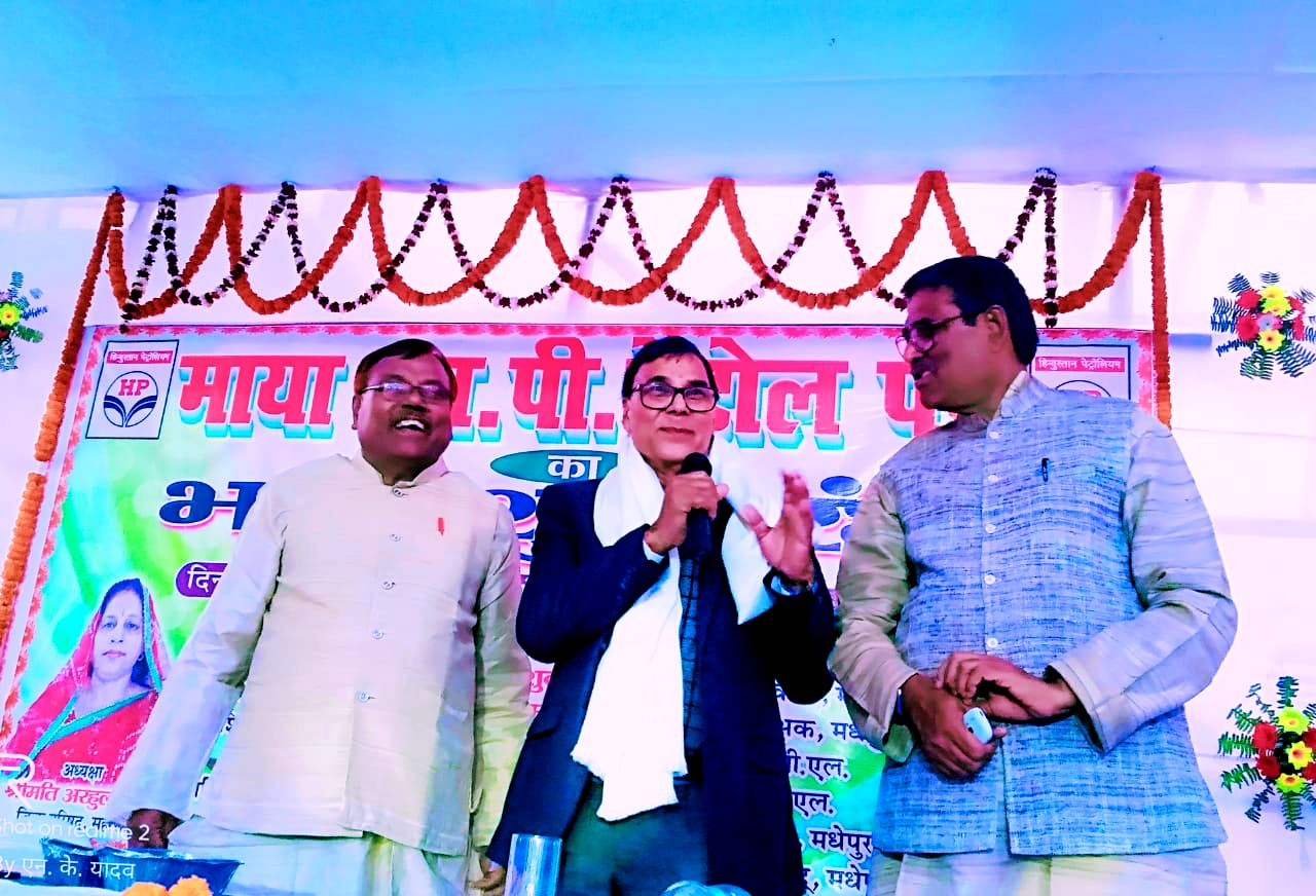 Dr.Madhepuri addressing the opening ceremony of Maya Petrol Pump in cordial presence of his obedient disciples DSP Gajendra & CPI Leader Ohm Prakash.