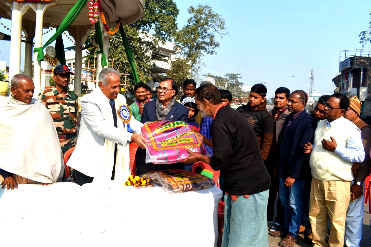 Dr.Madhepuri along with Vice-Chancellor Dr.A.K.Ray giving blanket to Mahendra Sah.