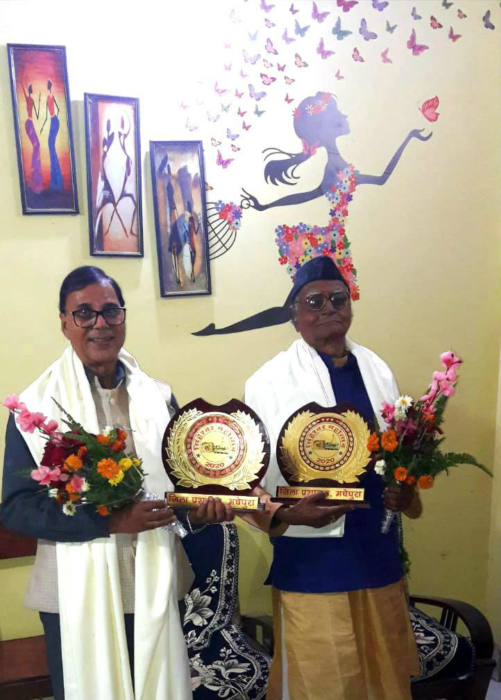 Dr.Bhupendra Narayan Yadav Madhepuri with Gurujee Shri Hari Shankar Shrivastav Shalabh after receiving Samman from Singheshwar Mahotsav.