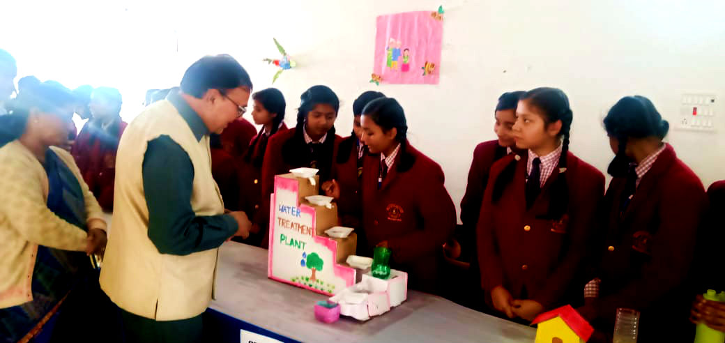 Visiting the Projects of Girl Students.