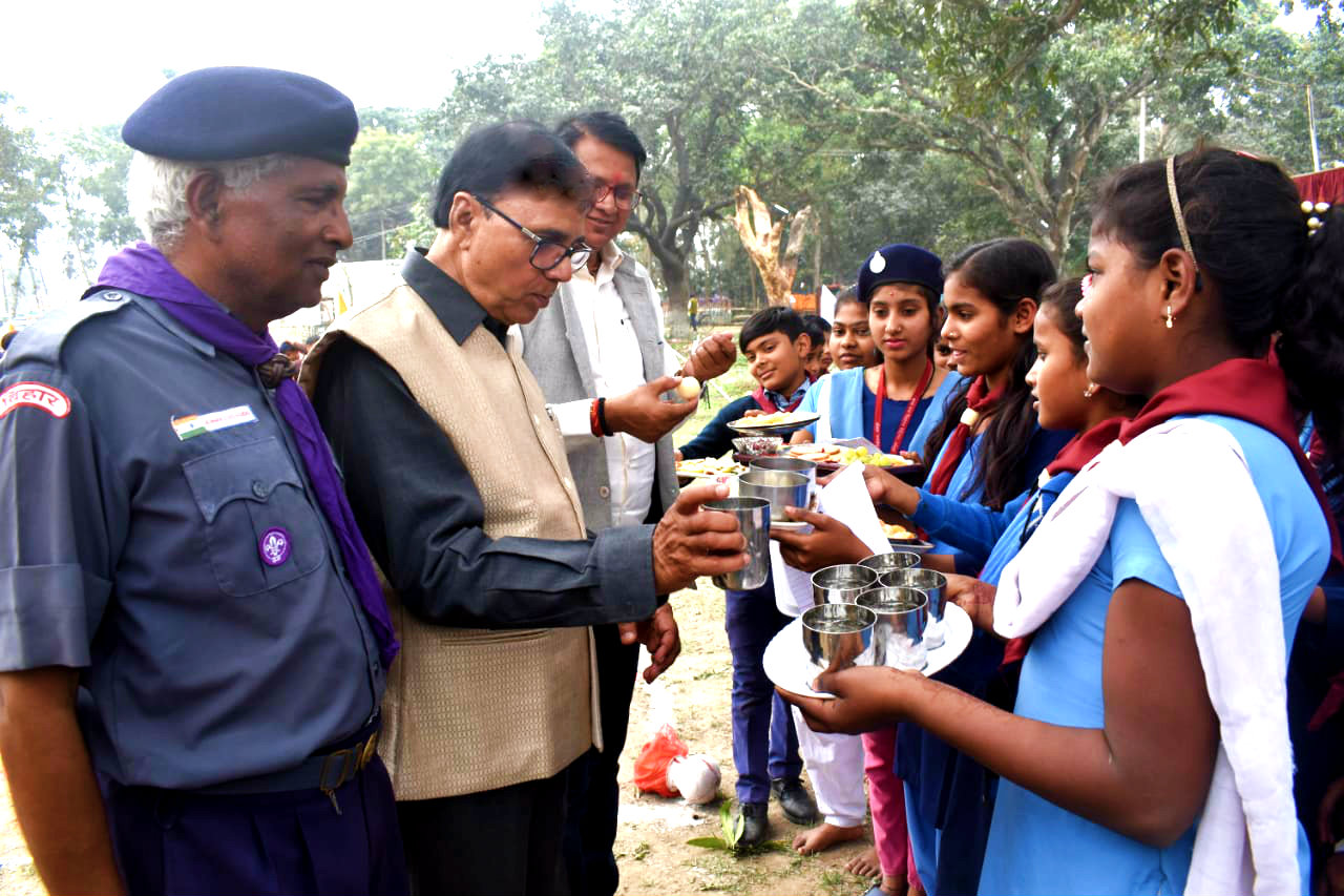 Samajsevi Dr.Madhepuri & ADM Shri Upendra Kumar receiving honour by the girl Cadets in presence of Scout & Guide Commissioner.