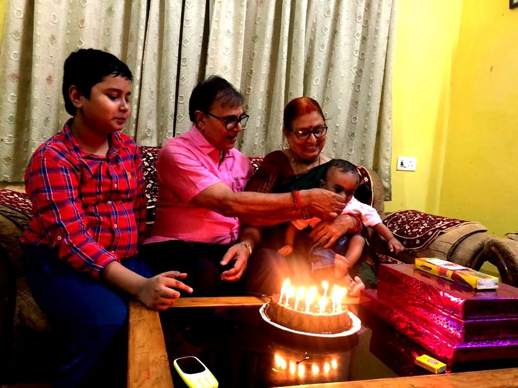 Dr.Madhepuri feeding cake to Akshat aka Chhote Kalam.