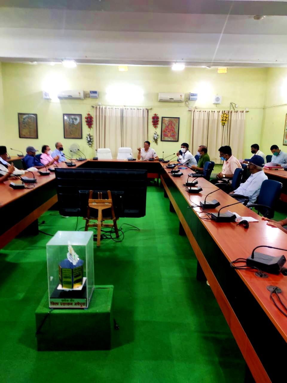 Samajsevi Dr.Bhupendra Madhepuri along with Dr.A.K.Mandal, Senior Deputy Collector Birju Das, Executive Officer Praveen Kumar and others taking part in the preparatory Samaroh of B.P.Mandal Jayanti under the presidentship of ADM Upendra Kumar at Jhallu Babu Sabhagar, Madhepura.