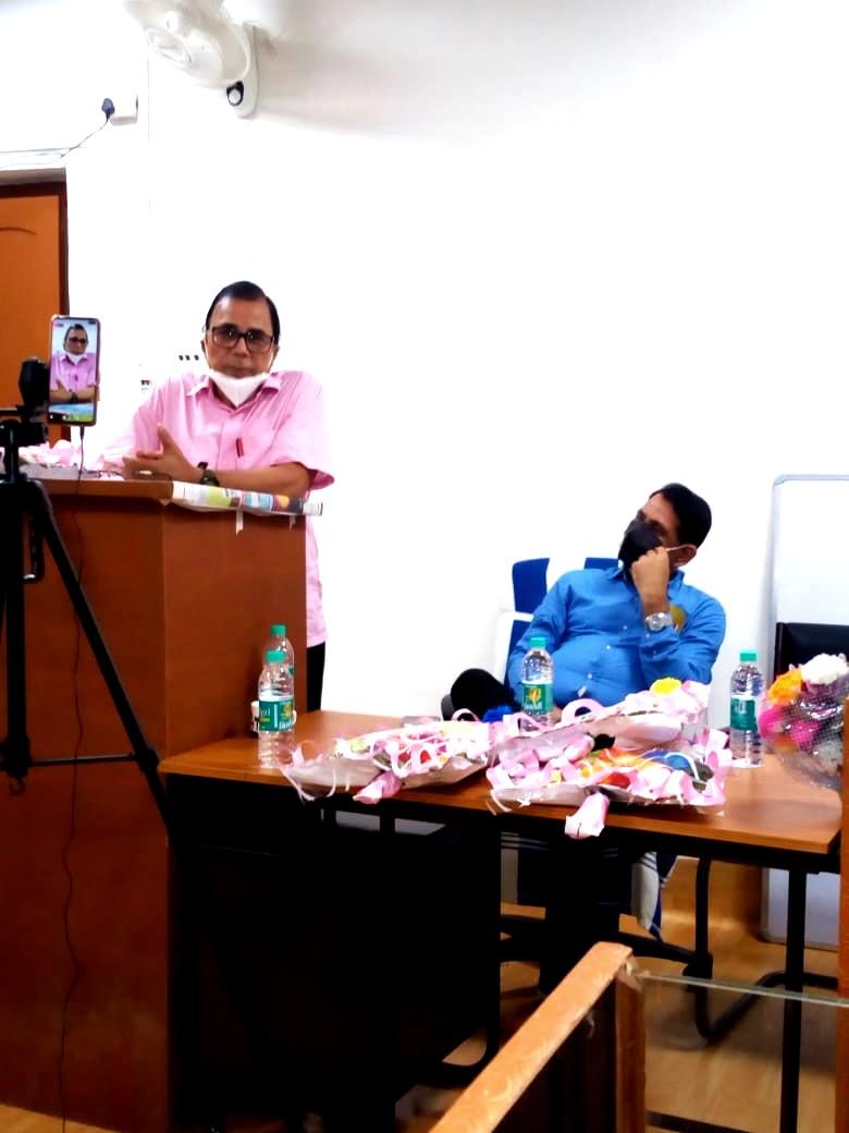 Chief Guest Dr.Madhepuri delivering speech on Mahavir Babu.
